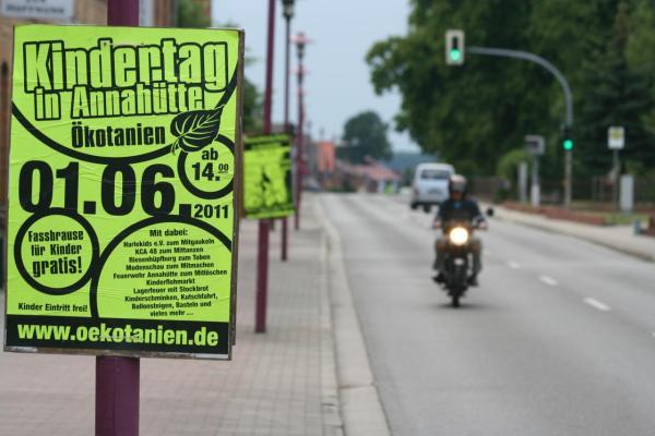 DIN A1 Plakate in Österreich Verteilen günstig online kaufen bei McPoster.com